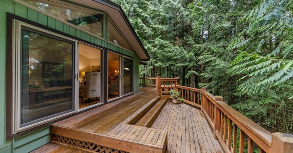 Thinking About Hiring A Deck Contractor in Toronto?